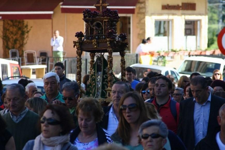 Cientos de devotos acompañan a 'La Santuca' por Liébana